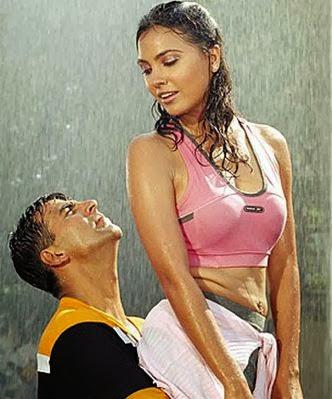 Lara Dutta hot in rain