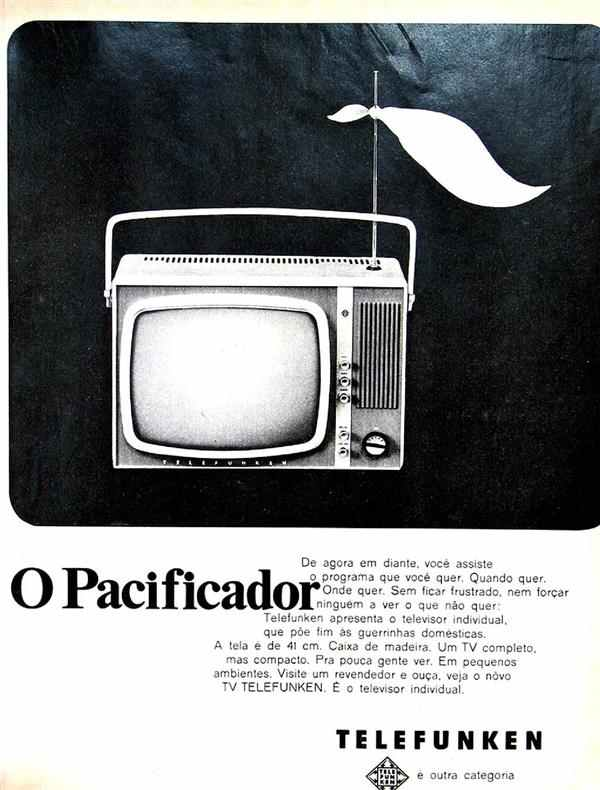 Propaganda do aparelho de TV Telefunken nos anos 60: modelo compacto e portátil.