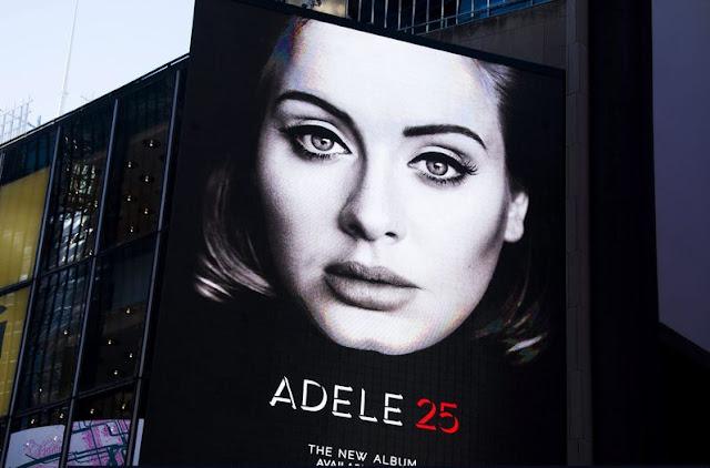 """Adele vendió 1.15 millones de copias en la quinta semana de """"25"""""""