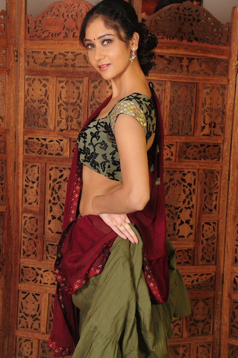 sindhu affan without saree in spicy shoot