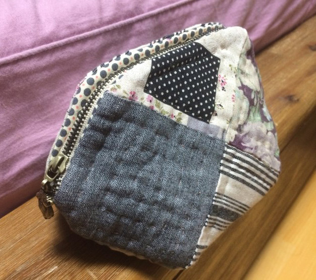 Quilted Patchwork Cosmetic Bag ~ DIY Tutorial Ideas! : quilted cosmetic bags - Adamdwight.com