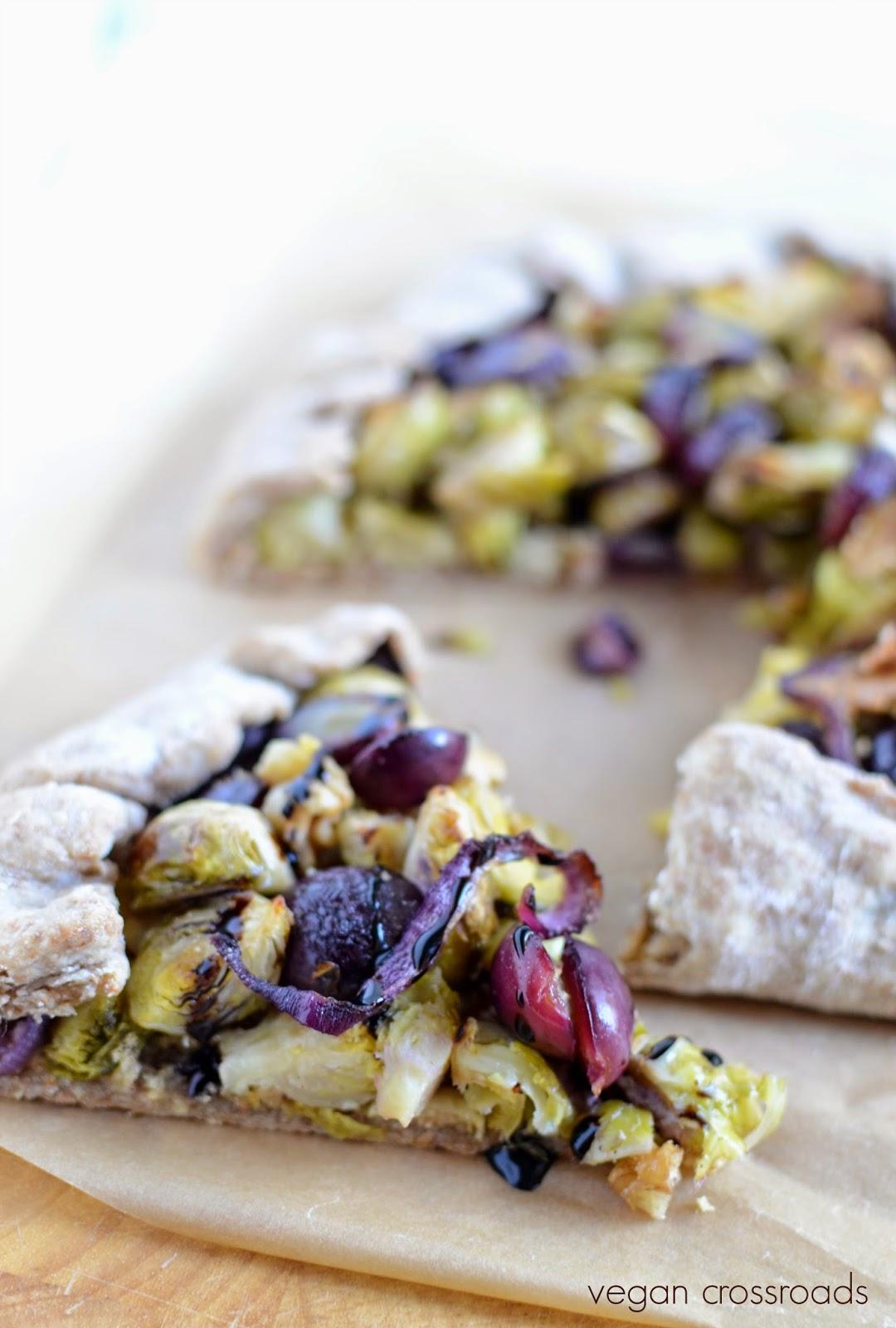 - Galette mit Weintrauben = Vegan Brussels Sprouts & Grape Galette ...