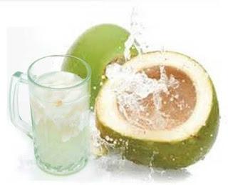 6 Manfaat Air Kelapa Untuk Tubuh Manusia
