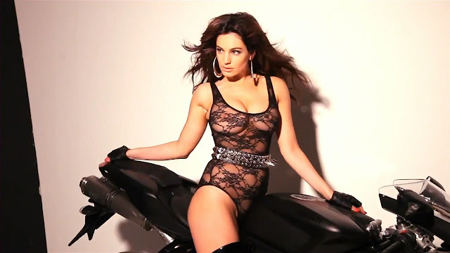Kelly Brook – 2013 Calendar