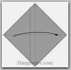 Bước 2: Gấp cạnh giấy sang phải
