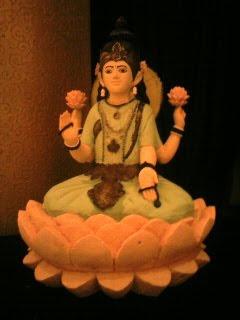 gambar untuk patung laksmi