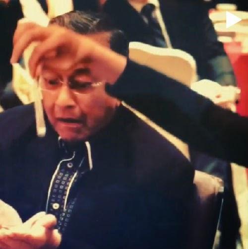 Video Ekspresi Wajah Tun Mahathir Yang Lucu Ketika Lihat Magic