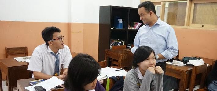 Anies Baswedan tinjau Kurikulum 2013 di SMAN 87 Jakarta