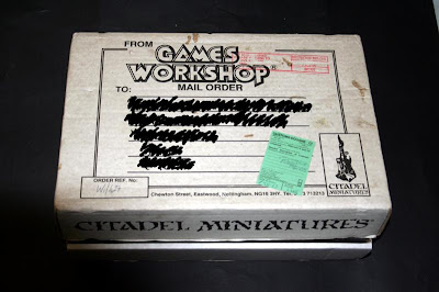 Frontal de la caja Telescópica de Games Workshop 24x35x7 cm