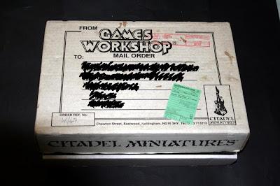 Frontal de la caja Telescópica de Games Workshop 24x35x7 cm