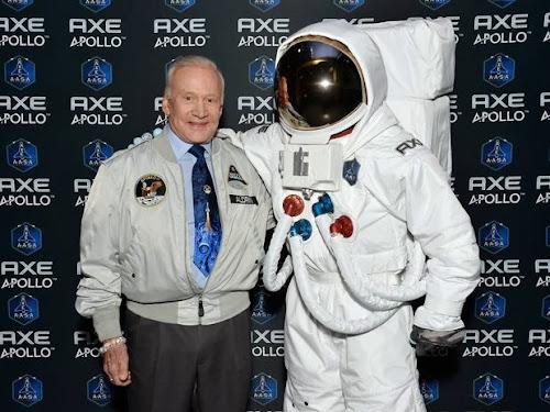 Cem pessoas de todo o mundo disputam lugar em voo espacial