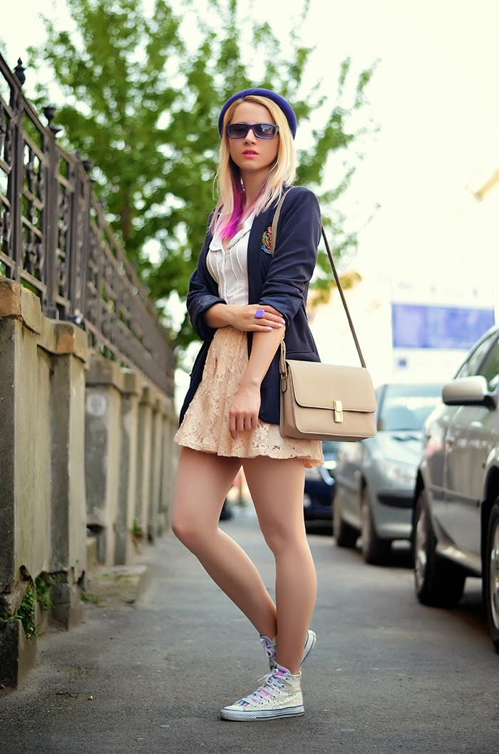 school girl outfit forever 21 lace skirt navy blazer floral Converse