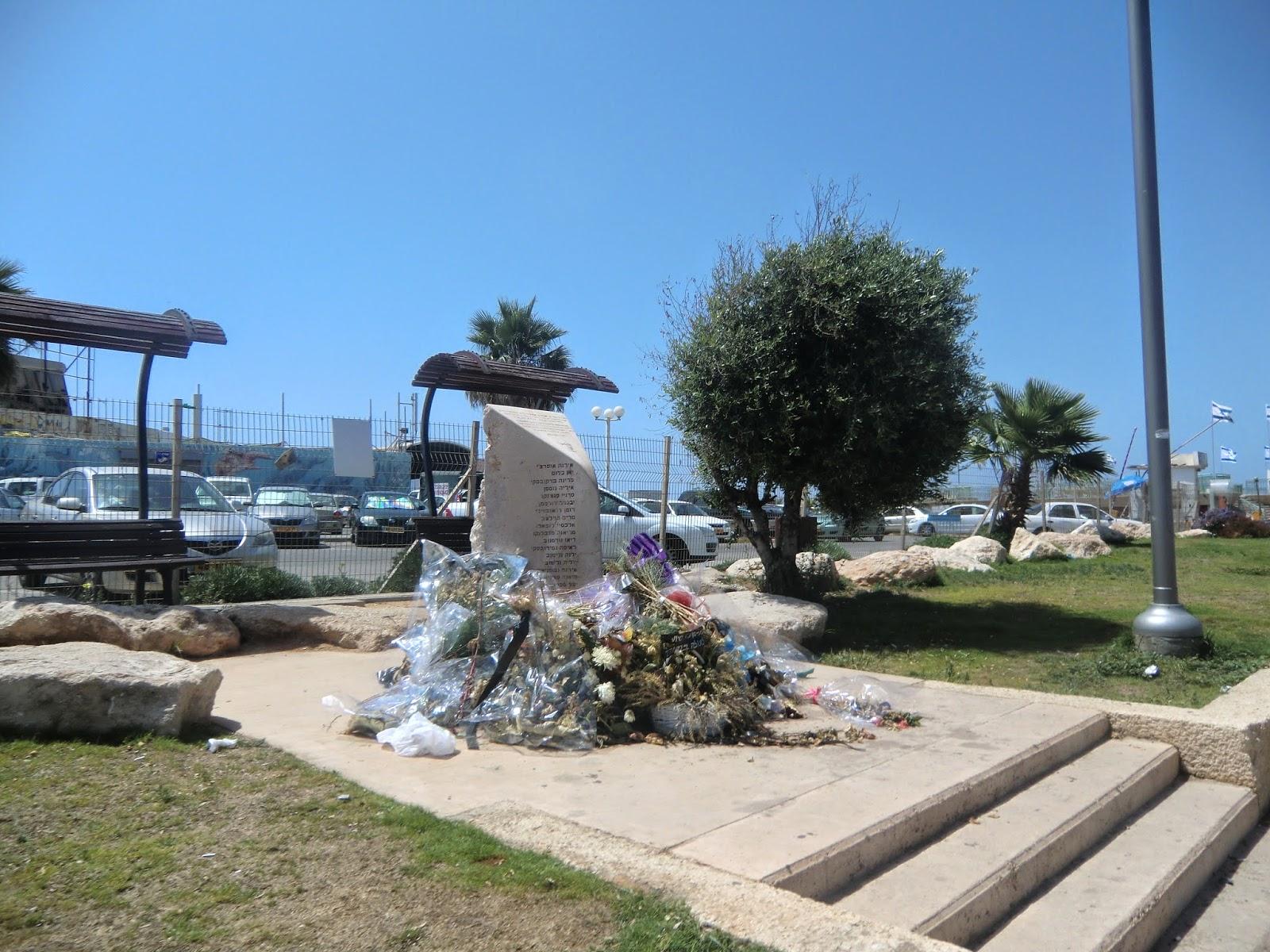 Памятник-Жертвам-Дольфи-В-Тель-Авиве