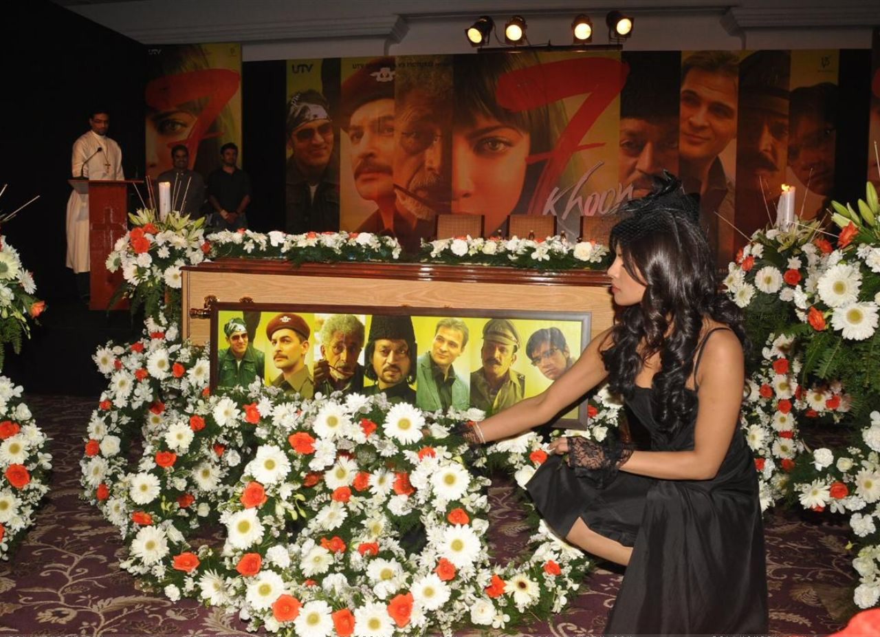 http://1.bp.blogspot.com/-uSBxBDNWGFQ/TdOdSRVOtHI/AAAAAAAAGno/Rpz2gjaw3bs/s1600/-priyanka-chopra-at-7-khoon-maaf-press-conference.jpg