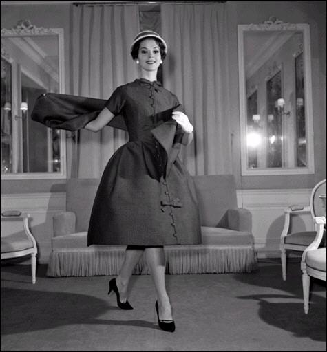 las mujeres lo utilizamos tanto en prendas interiores como exteriores