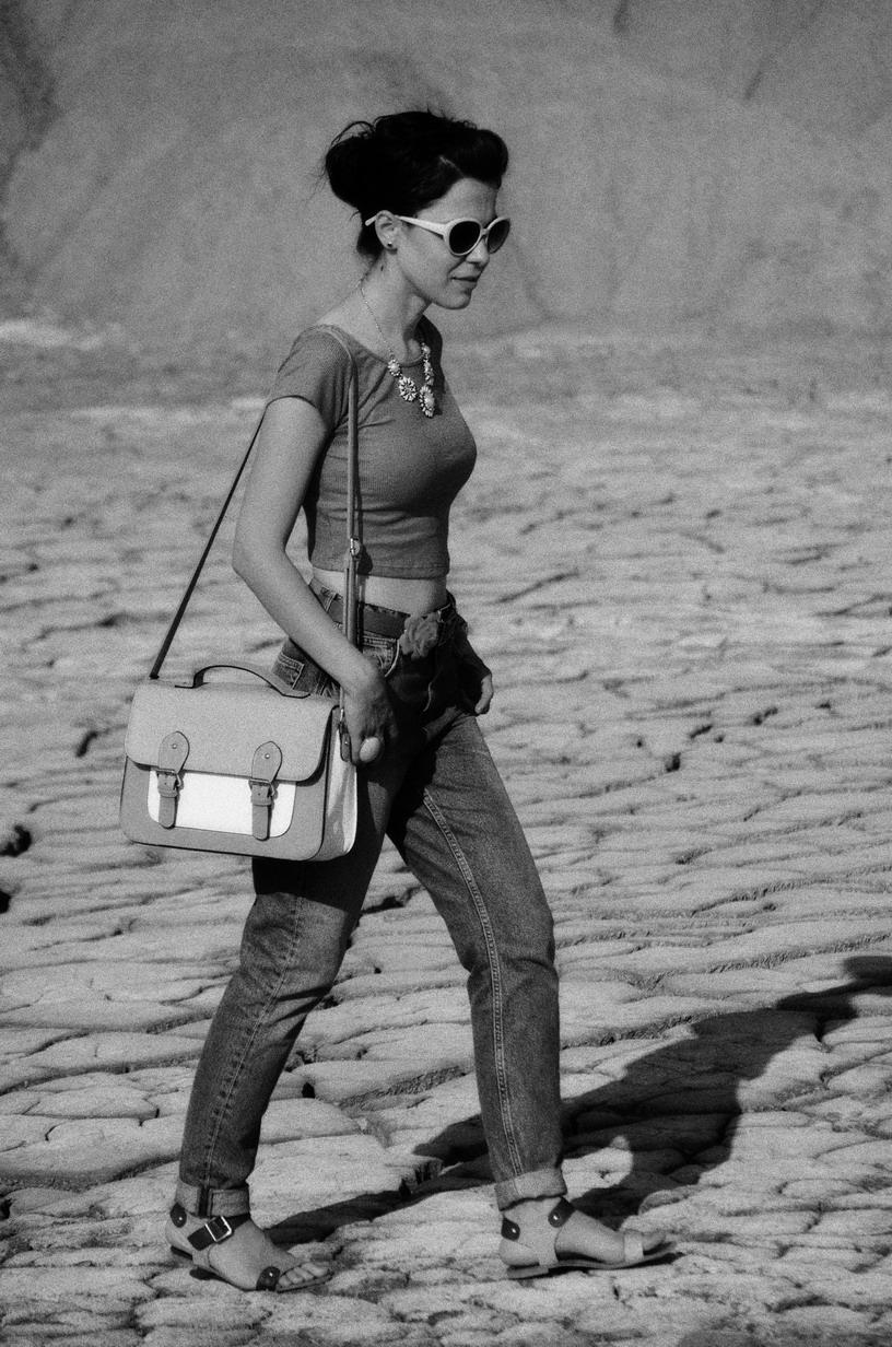 mom jeans minty crop top pastels bag H&M Koton statement jewelry muddy volcanoes Romania vulcanii noroiosi Zara sandals book of eli
