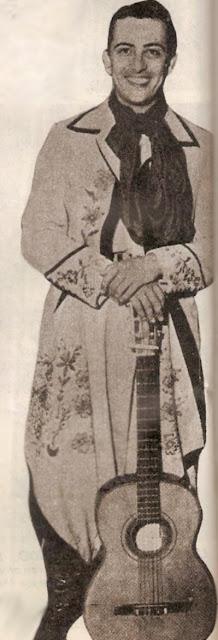 Hugo del Carril con guitarra