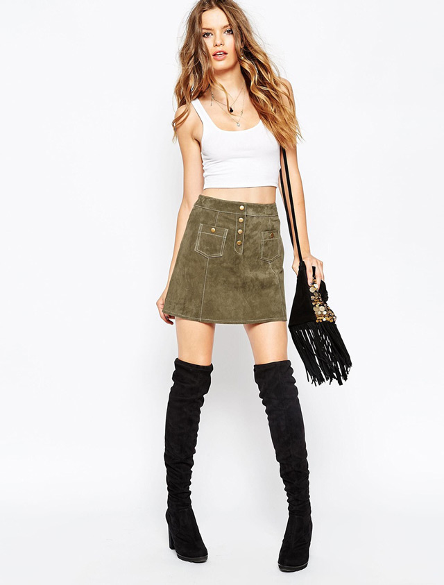 Kako kombinirati minicu i čizme preko koljena. Moda, dizajn. What to wear with over the knee boots - suede mini skirt and white croped tee.