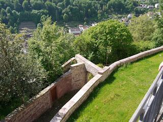 Blick vom Schlossberg hinunter nach Neuenbürg