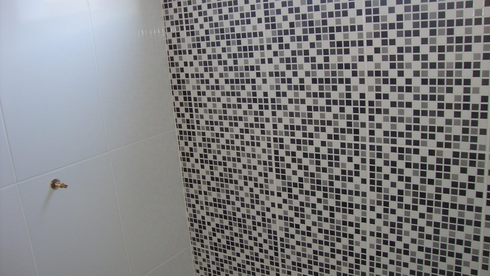 Odisseia Habitacional: Revestimento dos banheiros colocados! #4F637C 1600x900 Banheiro Com Azulejo Que Imita Pastilha
