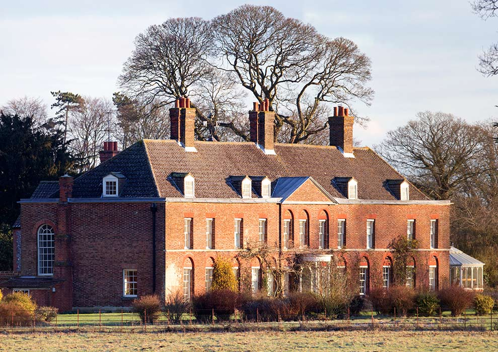 Seeks ghosts william and kate s haunted home for New house hall