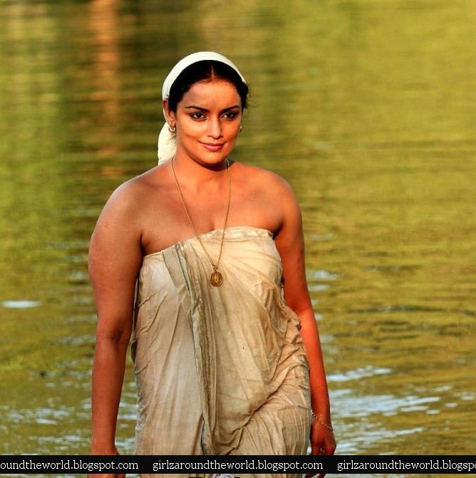 swetha aunty hot show in water wet panty