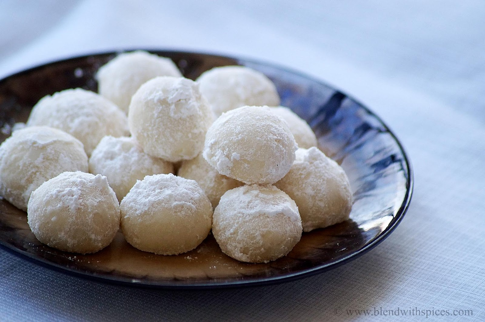 Snowball Cookies Recipe - Melting Moments - Easy Christmas ...