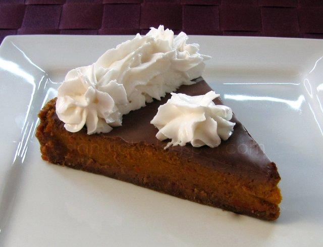Pita od Hokkaido tikve s kardamomom, speculaas keksima, čokoladom i veganskim šlagom (C) Enola Knezevic 2012