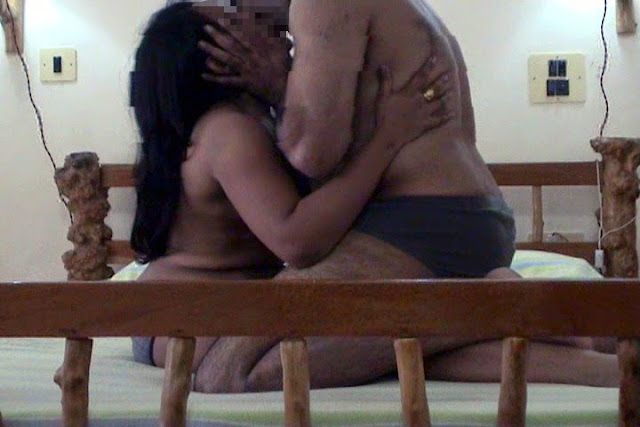 bhabhi naked kissing n hot romancing at home