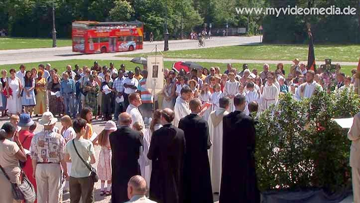 Corpus Christi procession - Munich Königsplatz
