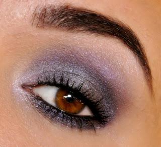 http://make-up-charm.blogspot.com/2013/08/uniwersalne-makijaze-krok-po-kroku.html