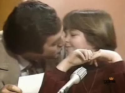 Apresentador dava beijos na boca a crianças em programa de TV