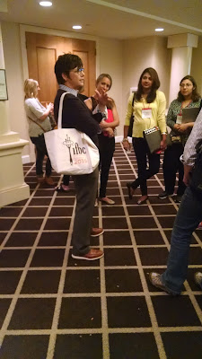 Kim Severson chatting with bloggers after the keynote at IFBC @DrJeanLayton