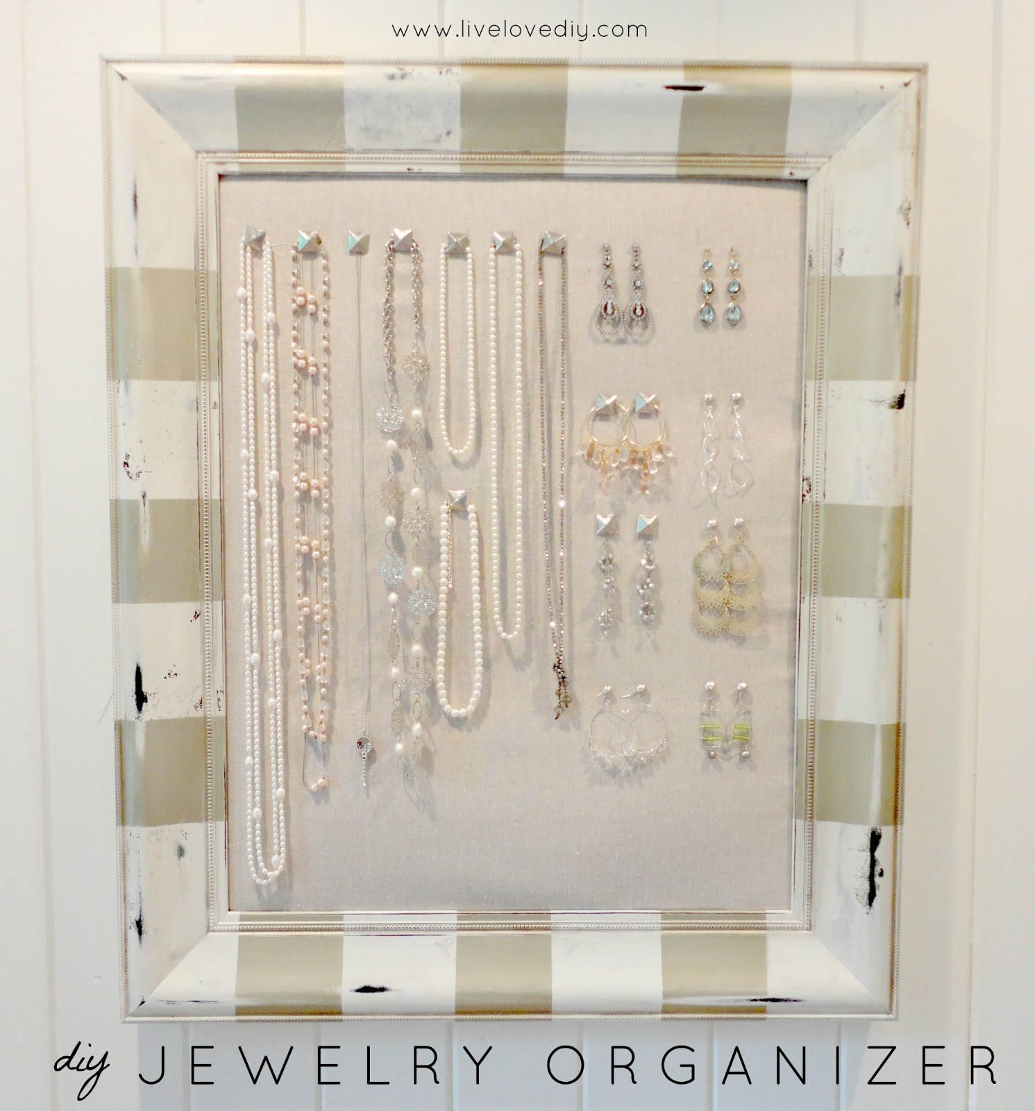 LiveLoveDIY: DIY Corkboard Jewelry Organizer