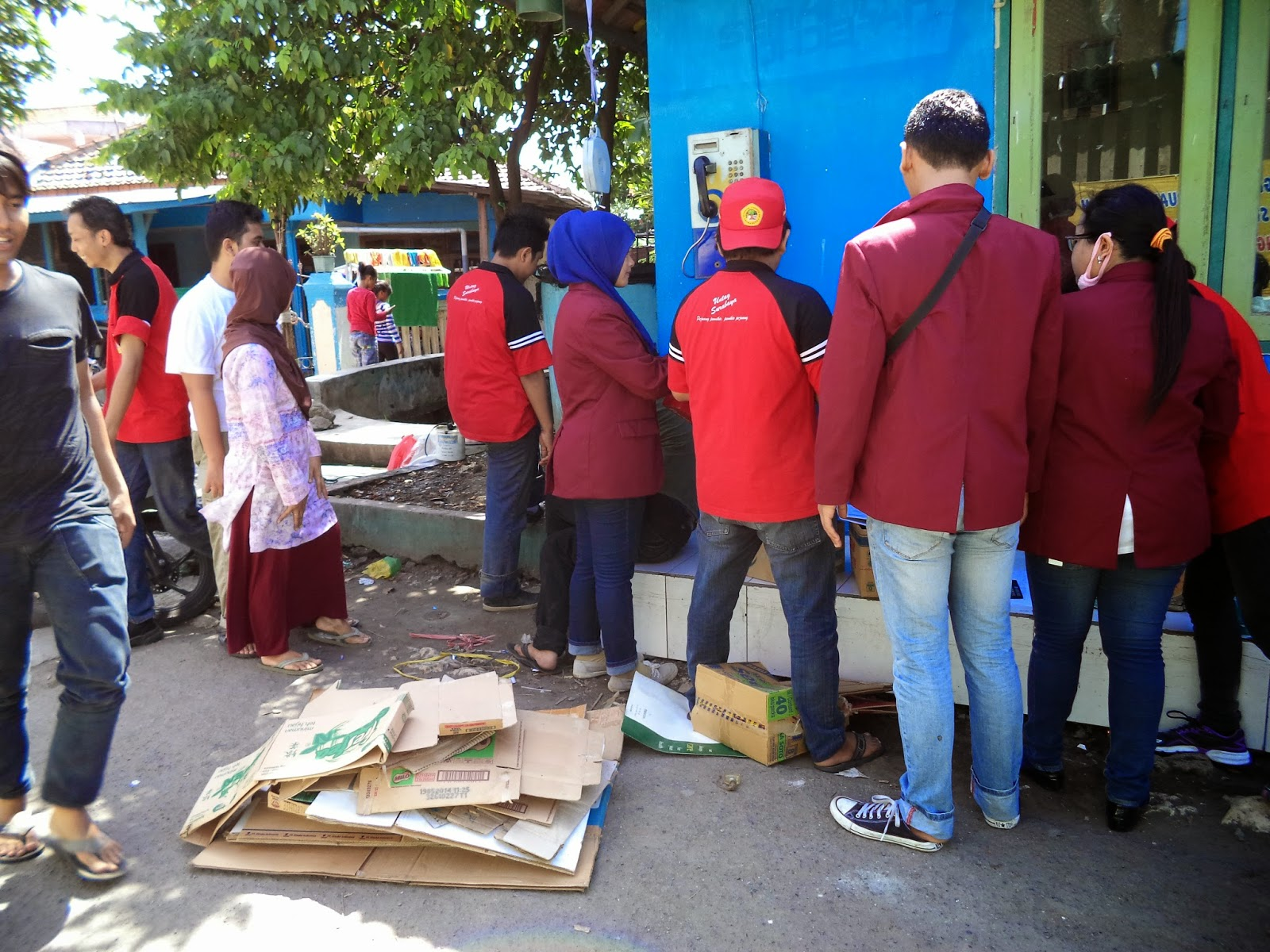 Banner Bank Sampah Kelompok Bank Sampah Memasang