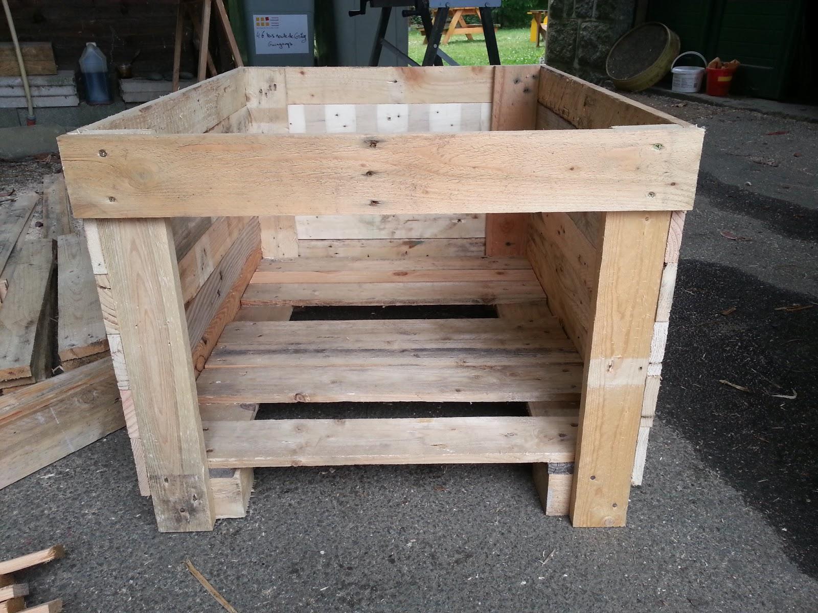 Ludo la bricole niche en bois de palettes - Construire une serre avec des palettes ...