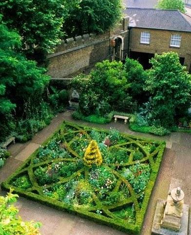 Rue 27 maison herbs potagers spring gardens for Knot garden designs herbs
