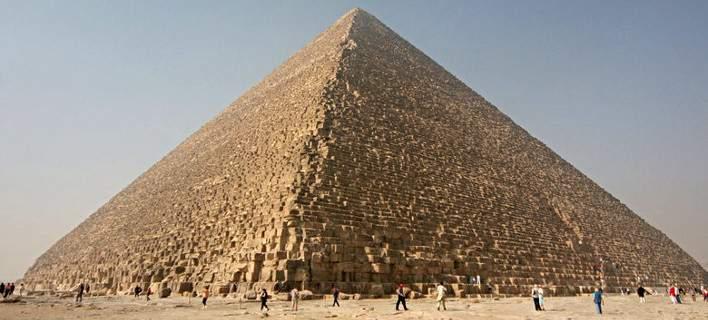Οι πρώτες θεωρίες για τη μυστική τρύπα 30 μέτρων της Πυραμίδας του Χέοπα -Τι κρύβει
