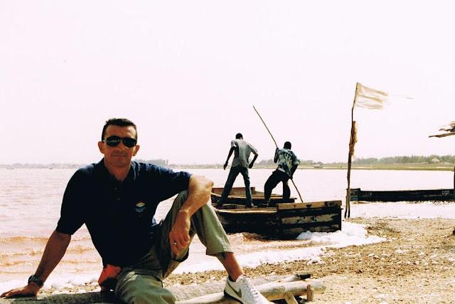 Yayo a orillas del lago cuando era rosa (2003)