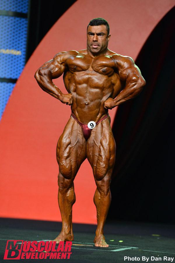 Eduardo Corrêa realiza a pose expansão de dorsais de frente. Foto: Dan Ray