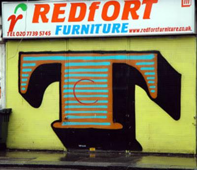 letter T on graffiti