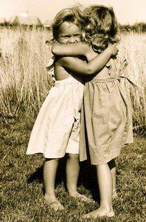 Adoraveis criancinhas  - Página 2 Abraco_Amigas-787616