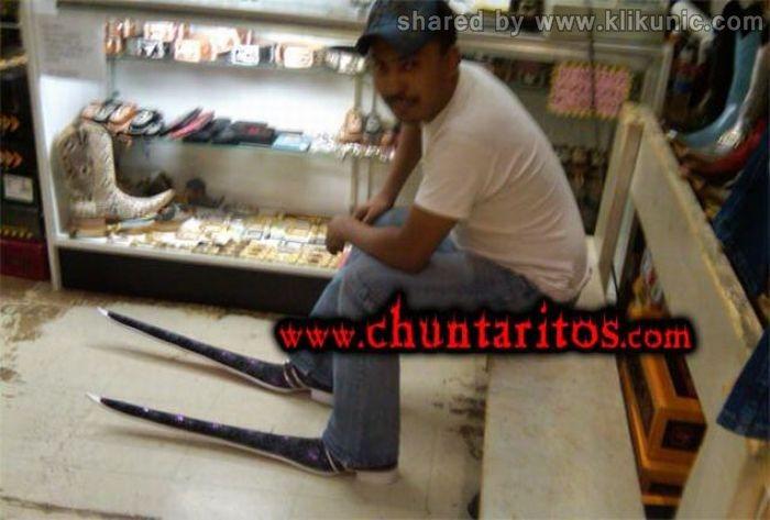 http://1.bp.blogspot.com/-uWE3mpGK3Uw/TXXNiqH3bOI/AAAAAAAAQZA/eHVkxfF9_d8/s1600/these_boots_15.jpg