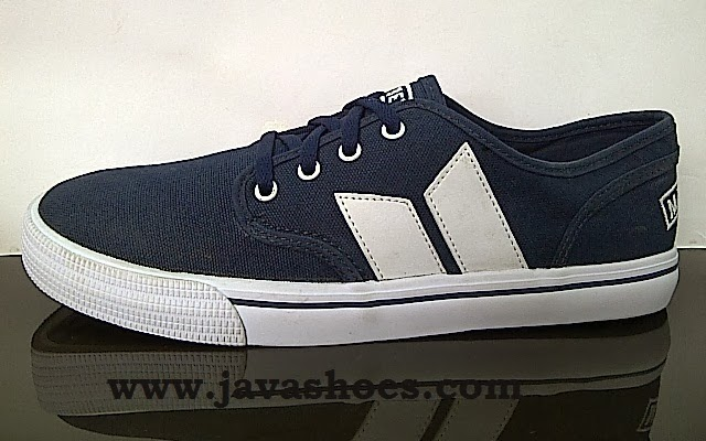 sepatu macbeth langley navy white original