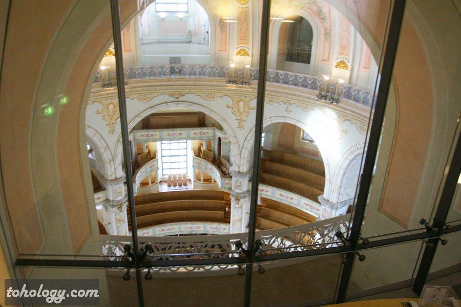 Frauenkirche Dresden view into the church // Фрауэнкирхе в Дрездене вид на внутренний  интерьер