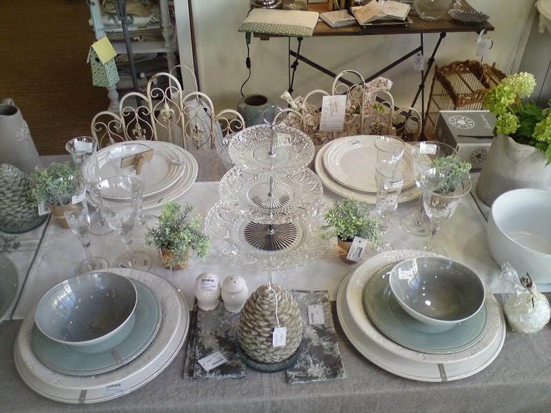 La demoiselle d 39 avignon les choses les plus belles sont - Cote table vaisselle ...