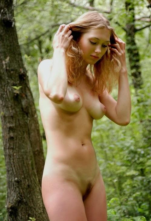 голиы девушка фото