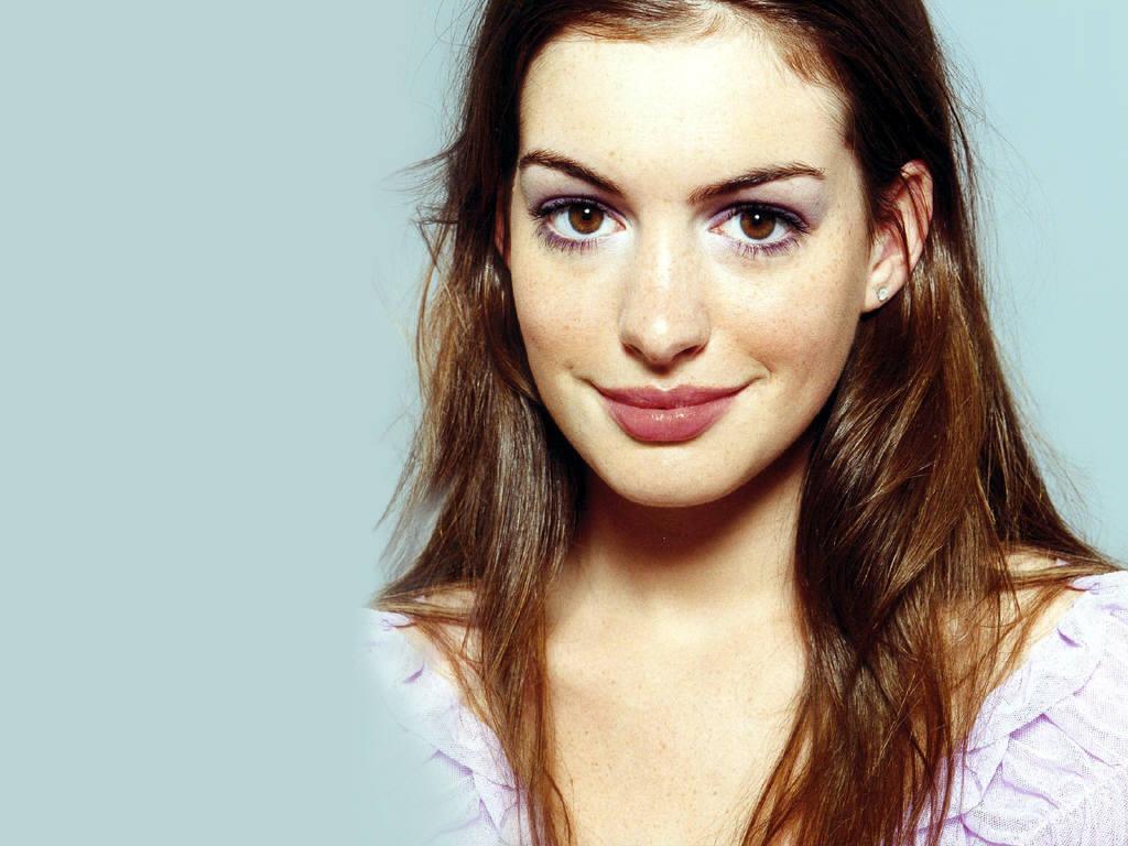 Hollywood & Bollyw... Anne Hathaway