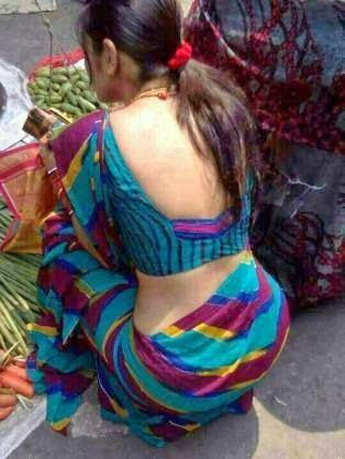Desi Aunties Backless indianudesi.com