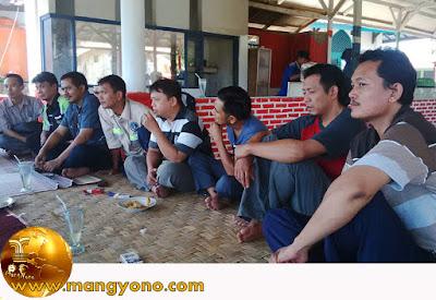 FOTO : Ngariung Alumni 1993 SMPN 1 Pagaden Baru. Foto jepretan kang Heri Agustian